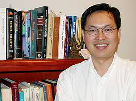 Photo of Professor Kim in his office.